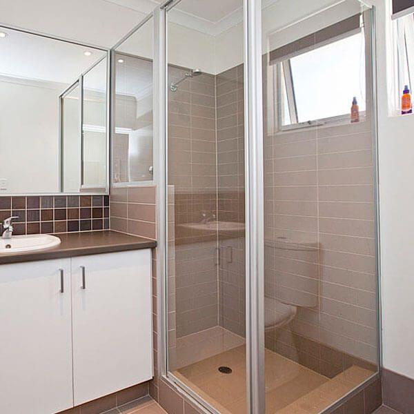 Framed-Shower-Screen-001